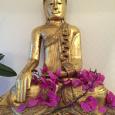 3 Buddha mit Blumen
