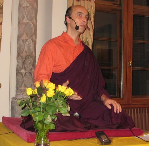 Lama Lhündrup beim Vortrag am 29.12.2009